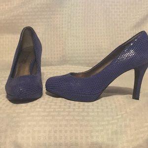NWOT Moda Blue Textured Stiletto Pumps.  Sz - 7.5
